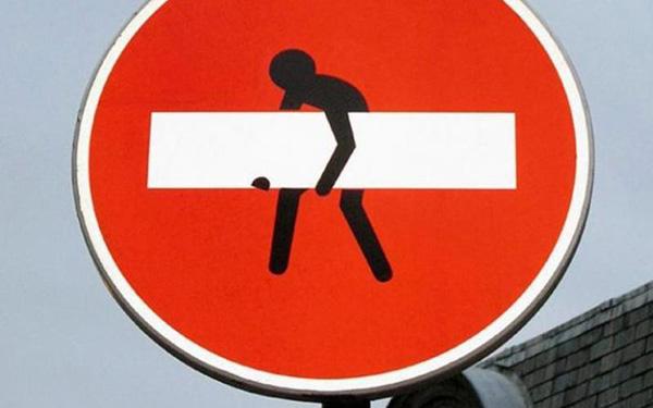 Будуть судити чоловіків, які вкрали дорожній знак