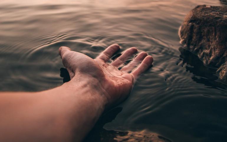 На Тернопільщині в річці знайшли мертву людину