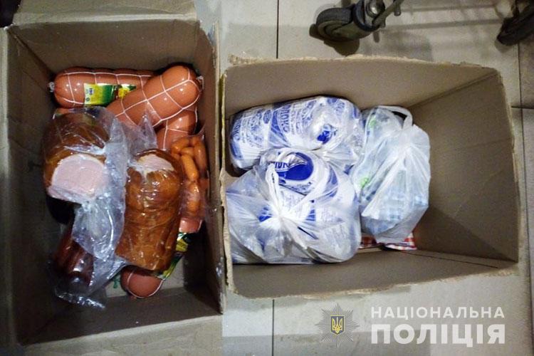 Крадіжка у Тернополі: зловмисника зупинили з двома ящиками накраденого (ФОТО)