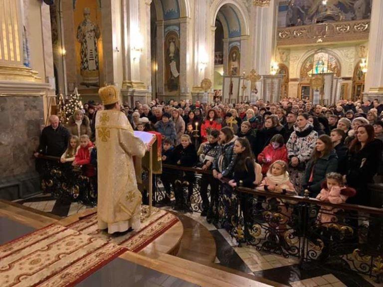 Сотні тернополян зустріли Новий рік у Катедрі (ФОТО)