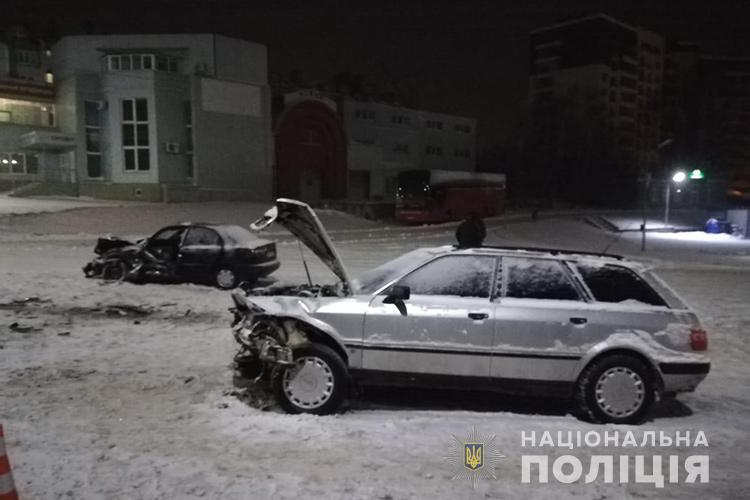 """У Тернополі водій """"Ауді"""" протаранив таксі: є потерпілі (ФОТО)"""