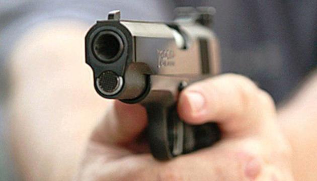 У Тернополі в магазині чоловік вийняв пістолет і почав стріляти