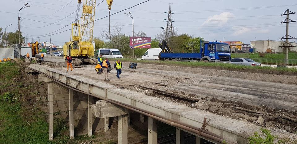 У Тернополі заборонили рух вантажівок через Гаївський міст