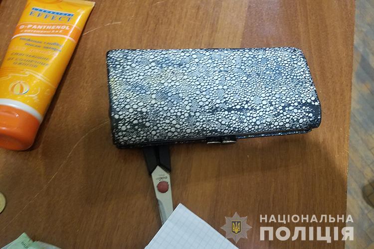 Розбійний напад у Тернополі: грабіжник увірвався у будинок і вимагав гроші (ФОТО)