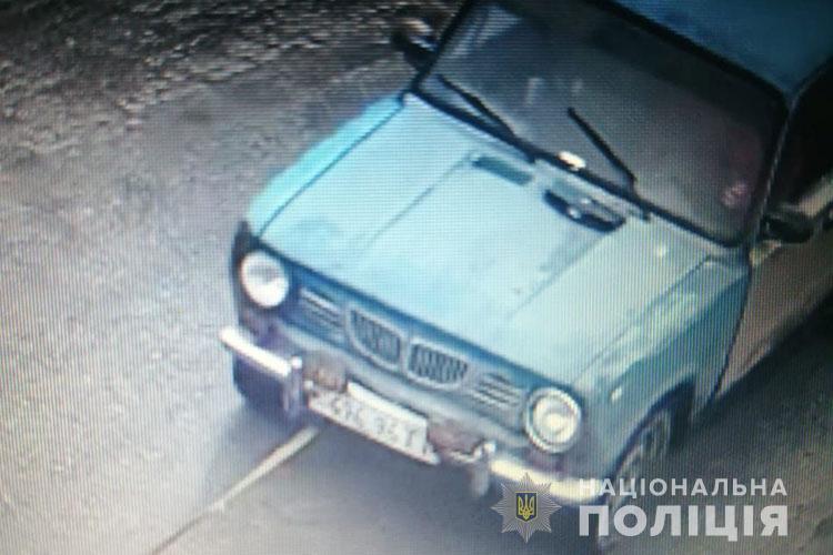 """У Тернополі молоді чоловіки викрали """"Жигулі"""" і продали за 4000 грн (ФОТО)"""