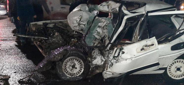 Смертельна аварія біля Львова: автомобіль з тернопільськими номерами розчавила маршрутка (ФОТО)