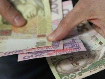 На Тернопільщині шахраї викрали у чоловіка та дівчини 40 тисяч гривень