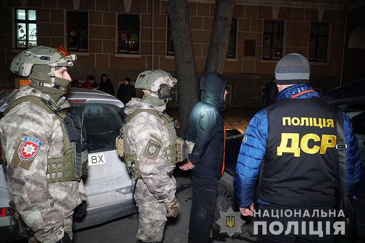Наркоторговці, затримані у Тернополі, перебувають під вартою. Заставу жоден з підозрюваних не вніс