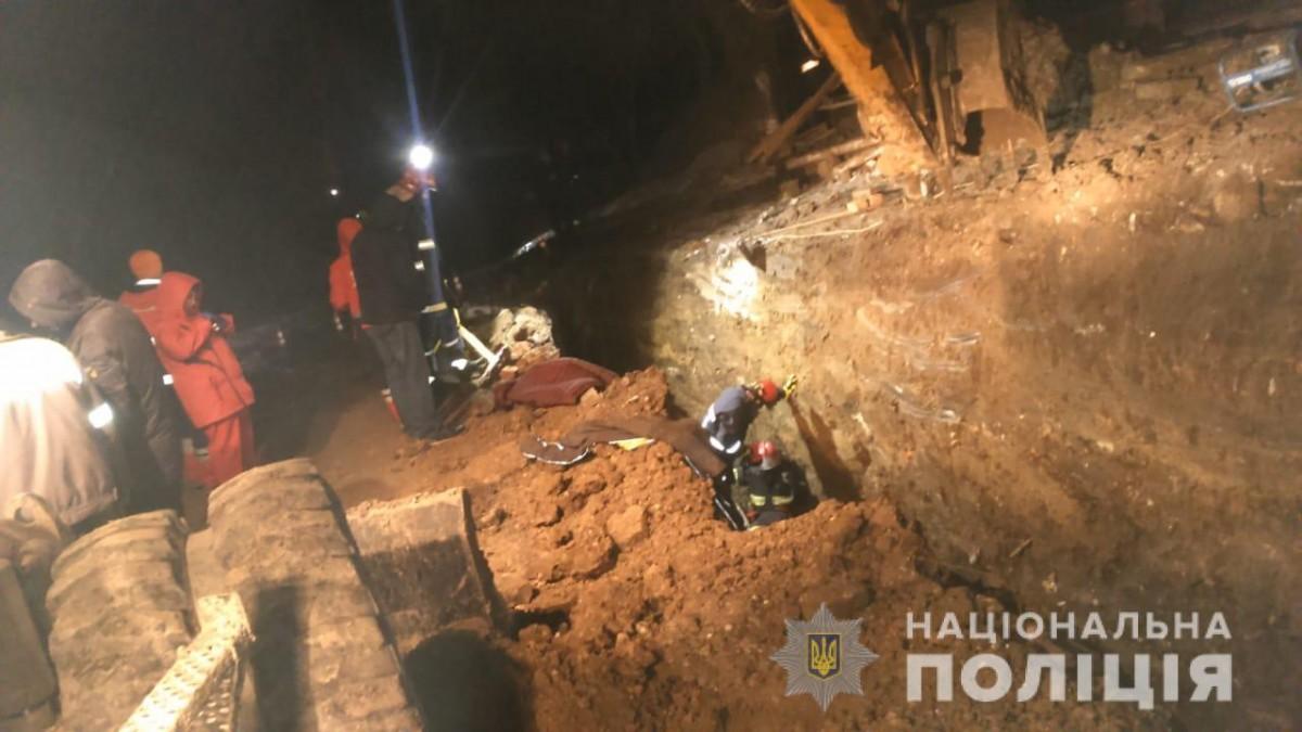 Трагедія у Тернополі: через зсув грунту загинули люди (ФОТО)