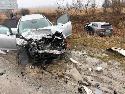 Одне авто розтрощене, інше – в кюветі: ДТП на Тернопільщині (ФОТО)