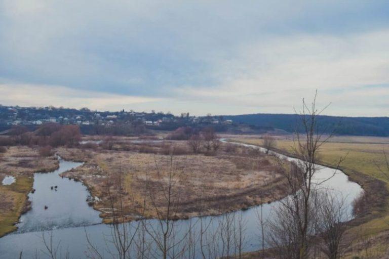 Підприємство на Тернопільщині скидає відходи у річку
