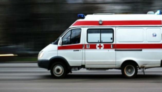 На Тернопільщині чоловіку стало зле посеред міста, а лікарі подумали, що це безхатько і дві доби не дивилися до нього