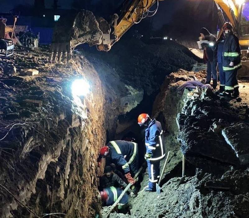 """""""Загибель під землею"""": з'явилося відео з місця смерті двох чоловіків, які прокладали теплотраси у Тернополі (ВІДЕО)"""