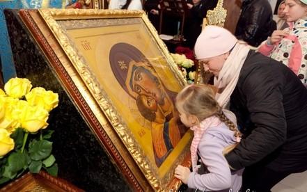Коронавірус та грип: священники Тернопільщини радять утриматись від цілування ікон в час епідемії