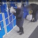 У Тернополі жінка викрала чужі речі із супермаркету: камера зафіксувала злочин (ВІДЕО)