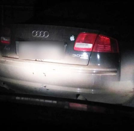 """Погрожував патрульним: у Тернополі серед ночі п'яний водій на """"Ауді А8"""" тікав від поліції (ФОТО)"""