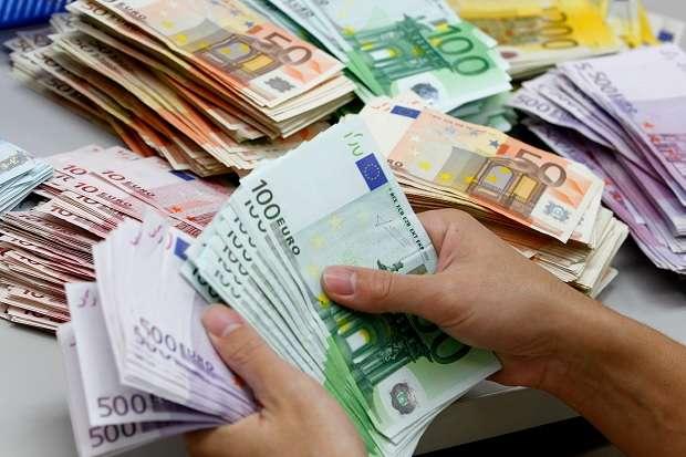 Долар і євро стрімко зростають: курс валют