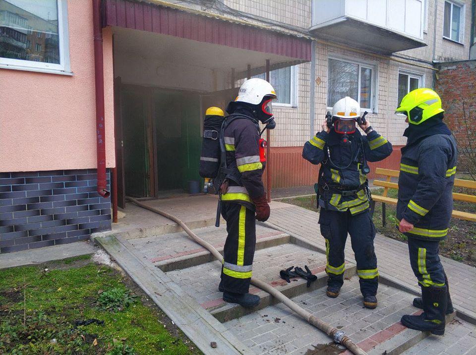 Пожежа у Тернополі: евакуювали 20 мешканців будинку (ФОТО)