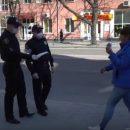 У Тернополі поліція роздавала захисні маски вірянам, які прийшли на молебень до храмів (ВІДЕО)