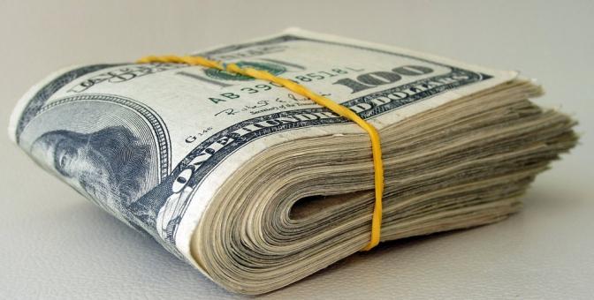 На Тернопільщині 20-річна дівчина викрала 200 доларів у сестри співмешканця