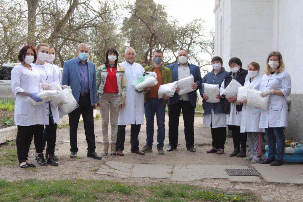 Медики, які опікуються одинокими старенькими, отримали допомогу від волонтерів