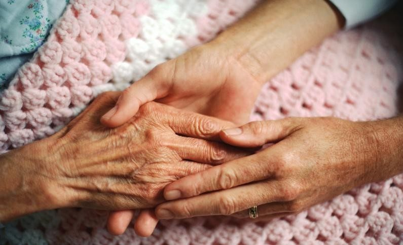 На Тернопільщині в геріатричному будинку спалах коронавірусу: потрібна допомога літнім людям