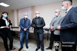 Працівники міської ради передадуть частину зарплати на допомогу потребуючим тернополянам