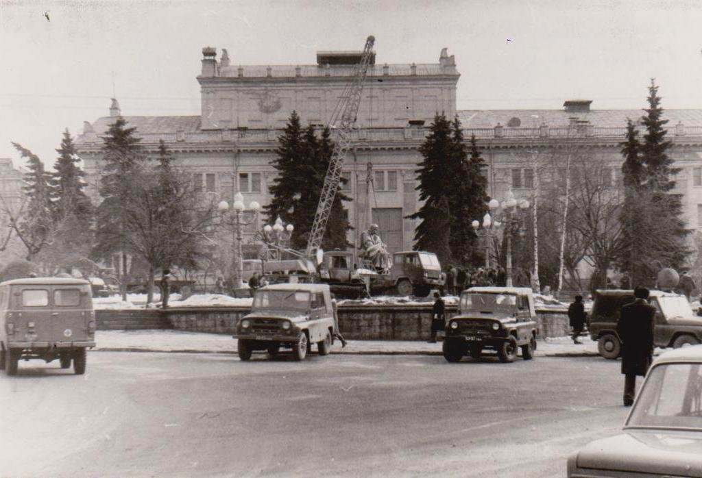 Показали чорно-білі світлини встановлення пам'ятника Тарасу Шевченку у Тернополі (ФОТОРЕПОРТАЖ)