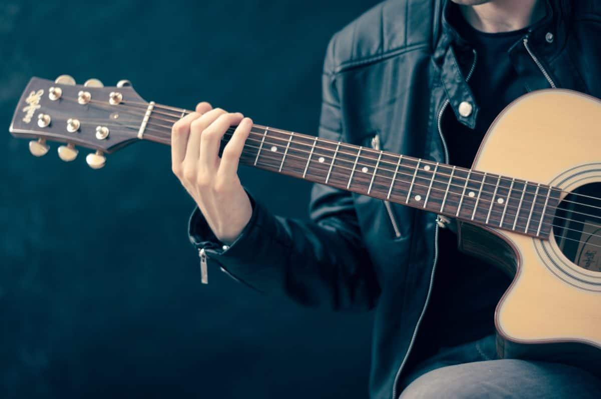 У Тернополі злодій пограбував вуличного музиканта
