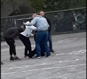 Показали відео побиття підлітків дорослим чоловіком у Тернополі