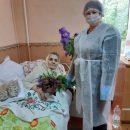 Жінка не нарікає на важку долю: бабуся, що вилікувалася від COVID-19, відзначила 90-річчя (ФОТО)