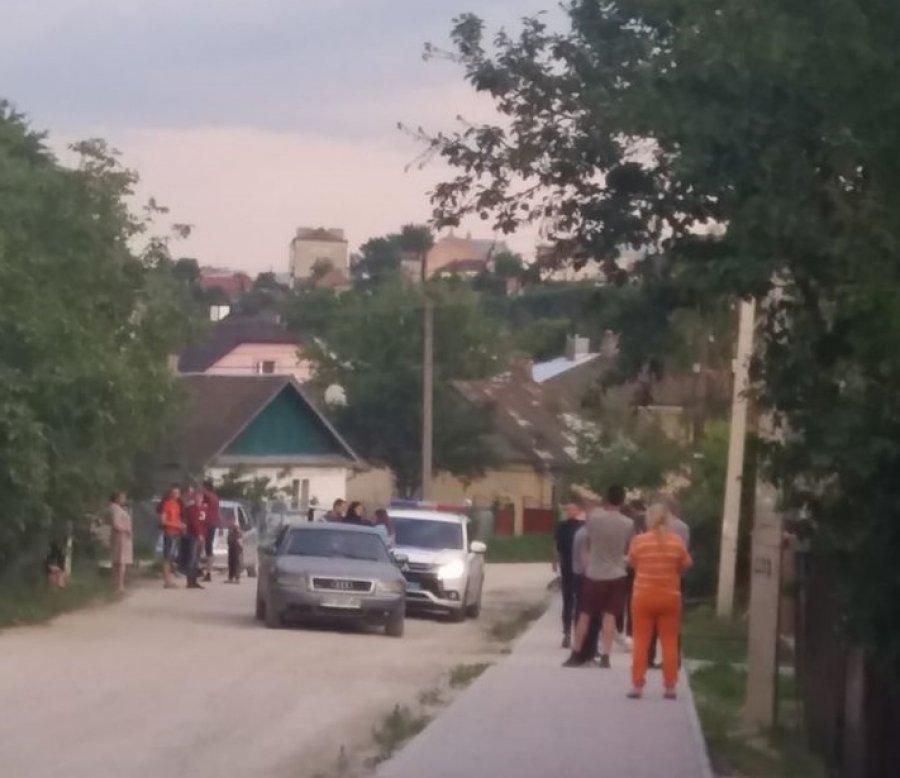 На Тернопільщині водій їхав на великій швидкості і ледь не збив дівчину на велосипеді (ФОТО)
