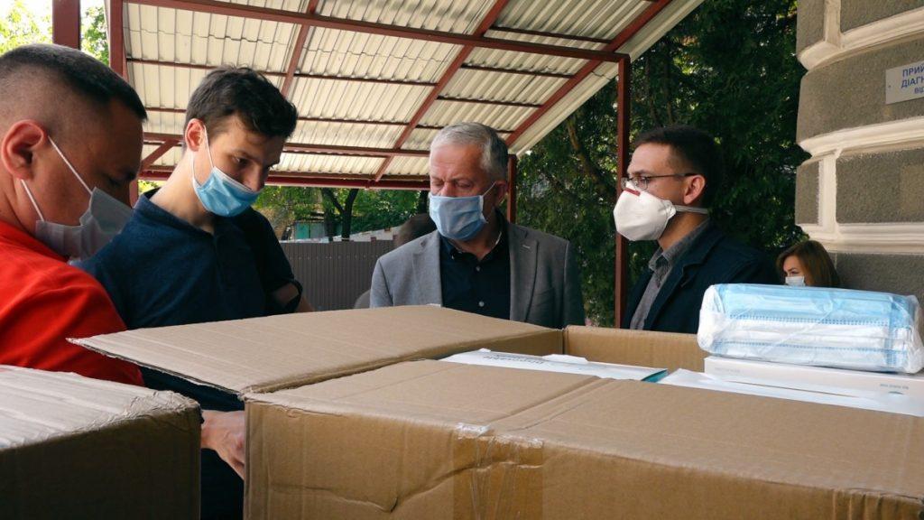 «Техно-Буд-Центр»  та Креатор-Буд» закупили медикам Тернопілля 70 тисяч масок