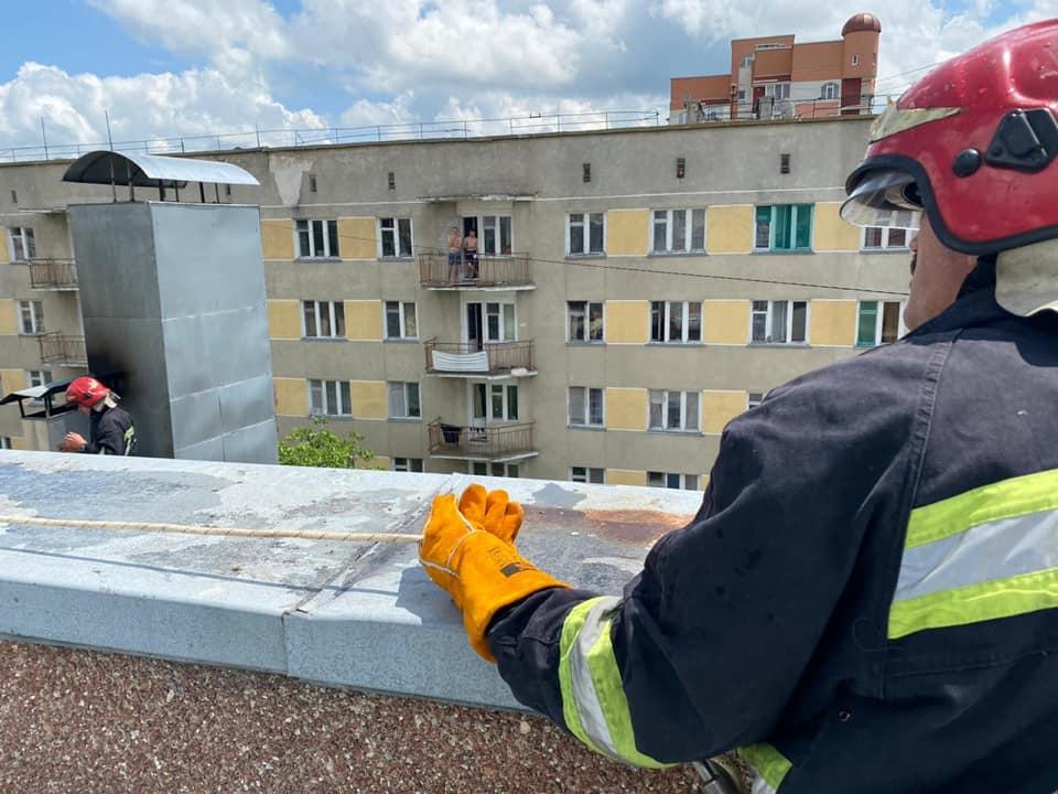 Пожежа у Тернополі: горів паб на Шептицького (ФОТО)
