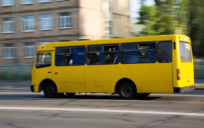 У Тернополі біля ринку п'яний пасажир через зауваження водія побив маршрутку