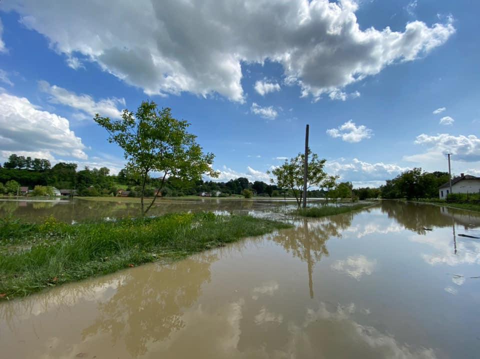 Підтоплення на Монастирищині: показали фото жахливих наслідків повені