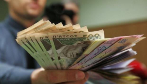 """""""Кінець епохи бідності"""" не з того кінця: В Україні різко знизилася середня зарплата"""