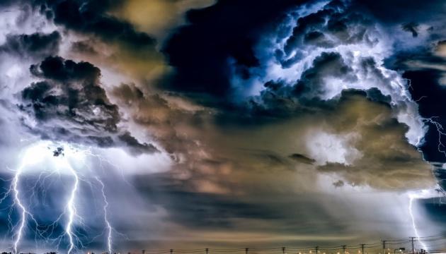 Грози, град, шквали: на Тернопільщині оголосили штормове попередження
