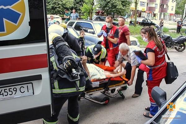 Врятували жінку: у Тернополі горіла квартира (ФОТО)