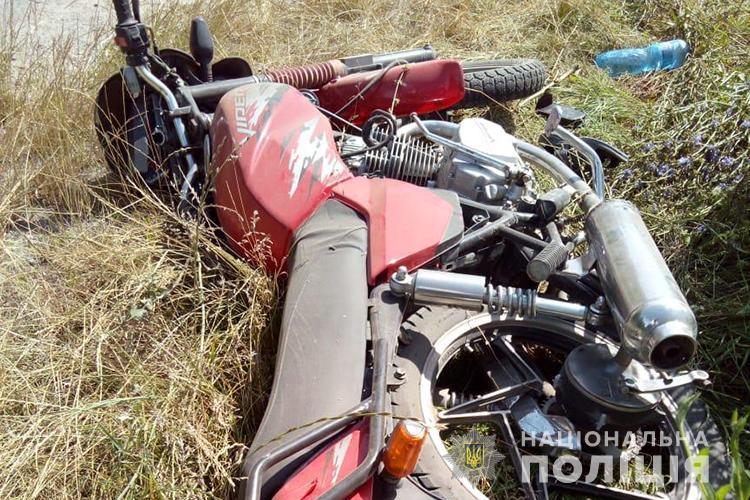 """На Тернопільщині ДТП з потерпілими: """"Мерседес"""" зіткнувся з мотоциклом (ФОТО)"""