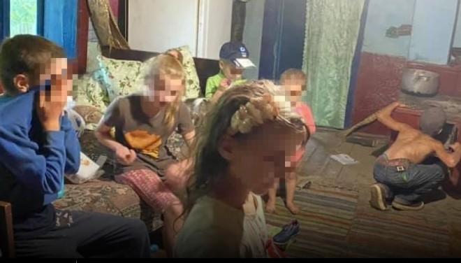 """""""Семеро дітей страждають, а мати після інсульту чекає на 8-му"""": у лісі у злиднях живе нещасна сім'я (ФОТО)"""