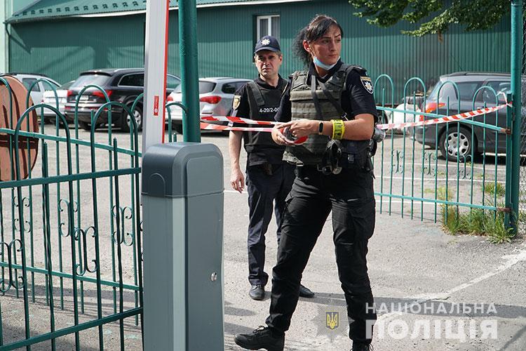 У центрі Тернополя повідомили про замінування автомобіля з Волині (ФОТО, ВІДЕО)