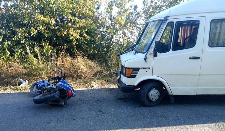 На Тернопільщині мотоцикліст влетів під рейсовий автобус (ФОТО)