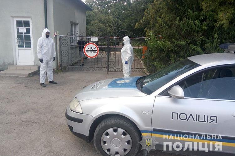 Біля Тернополя спалах коронавірусу: поліція встановила пост (ФОТО)