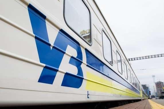 """Укрзалізниця скасувала зупинки потягів у Луцьку й Тернополі, віднесених до """"червоної"""" зони"""