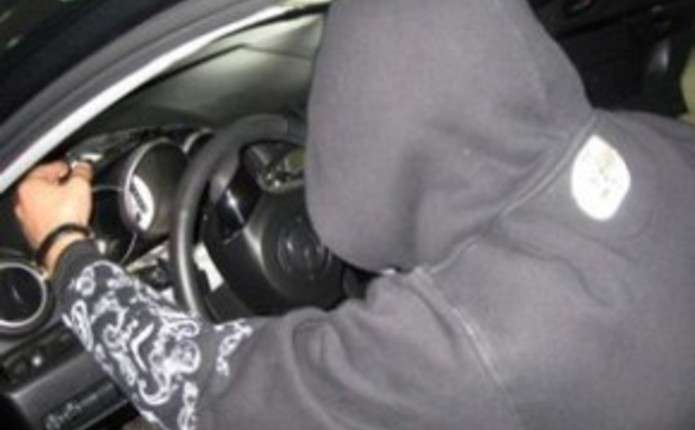 На Тернопільщині 17-річний юнак всю ніч катався на чужому авто