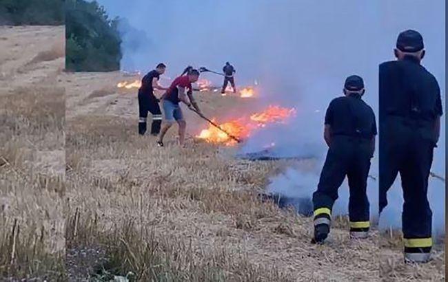Героїчний вчинок: тернопільський спортсмен допоміг рятувальникам врятувати поле від вогню (ВІДЕО)