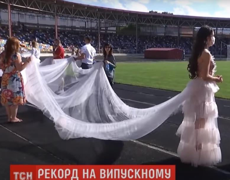 """""""Захват і обурення"""": сукня зі 100-метровим шлейфом, відверті подробиці встановлення рекорду (ВІДЕО)"""