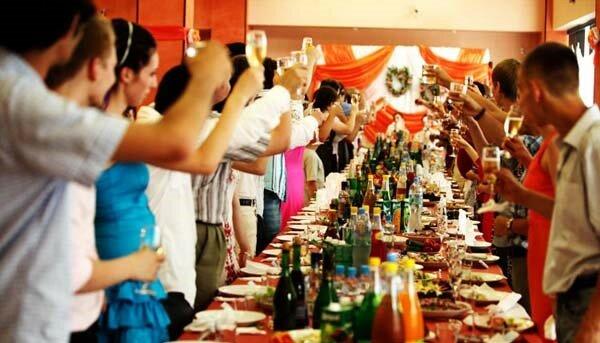 Бенкет під час епідемії: на Тернопільщині організовують весілля, де більше 30 осіб хворі на COVID-19