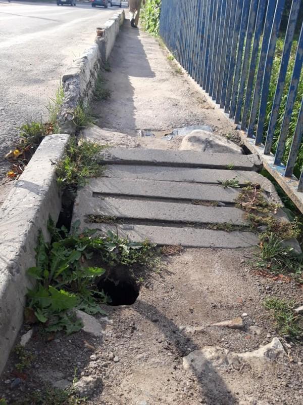 Через аварійний тротуар на Тернопільщині постраждала дитина (ФОТО)